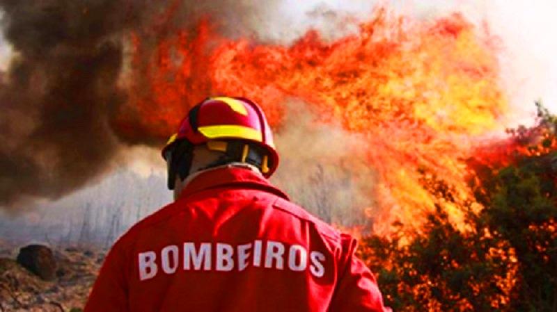 Grande incêndio no Parque Industrial de Balasar