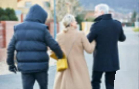 Detidos dois homens que roubavam idosos por esticão